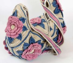 Boho chic festival style flower motifs shoulder bag crochet pattern / tutorial with step-by-step pictures, written instructions and charts.