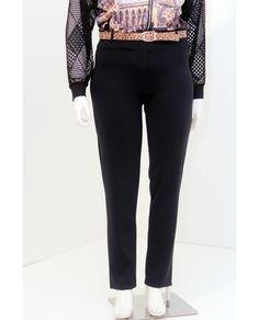 #Calça #Malha  Preto  Calça social em #malha eurocaram com #zipper na frente, cós e bolsos traseiro.  Composição Têxtil  90% #Poliamida  10% #Elastano