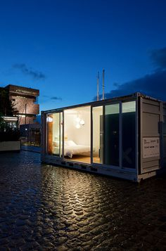 A room at the Sleeping Around hotel in Antwerp. Pop Up Hotel in a Shipping container! Container Buildings, Container Architecture, Architecture Design, Hotel Container, Container Design, Container Cabin, Pop Up, Container Conversions, Casas Containers
