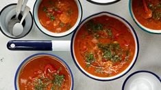 Punainen linssikeitto   Keitot   Yhteishyvä Thai Red Curry, Salsa, Vegetarian Recipes, Dinner, Ethnic Recipes, Red Peppers, Dining, Food Dinners, Salsa Music
