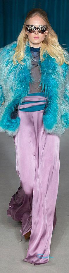 Matthew Williamson Fall/Winter Ready To Wear Runway Fashion, Womens Fashion, Fashion 2015, London Fashion, Turquoise Fashion, Cool Outfits, Fashion Outfits, Haute Couture Fashion, Matthew Williamson