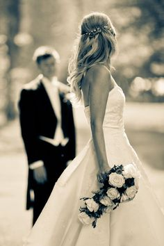 What a beautiful picture I would love this moment of groom and bride #weddingphotography #weddingmoment #weddingplan