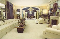View of the blue & white Living Room from the Music Room Elvis Presley Priscilla, Elvis Presley House, Elvis Presley Graceland, Elvis Presley Photos, Lisa Marie Presley, Elvis Cd, Blue And White Living Room, Knock On The Door, Home Interior Design