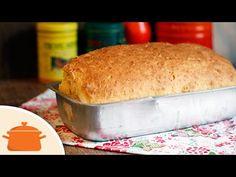 Pão Caseiro de Massa Mole que não precisa sovar e fica fofinho e aerado! Ingredientes: - 360ml de Leite; - 2 col. (sopa) manteiga ou margarina sem sal; - 2 o...