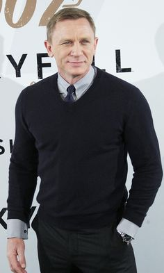 Photo of Daniel Craig - Skyfall Photocall - Picture Browse more than pictures of celebrity and movie on AceShowbiz. Daniel Craig, Craig 007, Rachel Weisz, Video Games For Kids, Kids Videos, Black Jeans Outfit, Stylish Mens Outfits, Casino Outfit, Thing 1