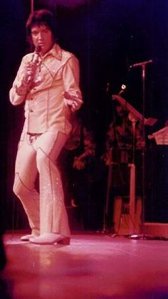 Elvis live at the Hilton in august 1974.