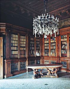 Library in the Palazzo Papadopoli, the largest private palazzo on the Grand Canal in Venice | Photo by Simon Watson #bookcases #Murano #chandelier