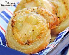 Espirales De Hojaldre Con Pollo Y Mojo De Cilantro | Gastronomía & Cía  Por un lado comprobaréis que hacer hojaldre es más fácil de lo que pensabais, que el resultado es muy satisfactorio y surgirá el deseo de elaborarlo en más ocasiones, esta receta de hojaldre de mantequilla es una de las que podéis seguir, haciendo la versión dulce o la salada para estos espirales con pollo con mojo de cilantro y queso. Os podéis imaginar que son una delicia.