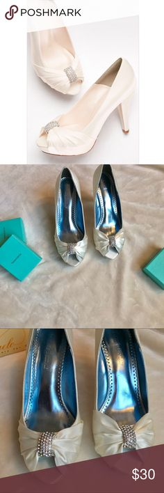 """Davids Bridal """"Diana"""" heel Perfect wedding heels 💕 ivory color with crystal detailing. Worn once. Small line of wear (not noticeable). David's Bridal Shoes Heels"""
