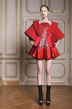 Couture Spring 2014 - Fashion Shows - Ilja Visser Fashion Week, Fashion Art, High Fashion, Fashion Show, Womens Fashion, Fashion Design, Fashion Trends, Haute Couture Paris, Couture Fashion