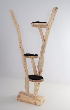 Krabpaal boomstam natuurlijk hout www.decoratietakken.nl Cat Tree House, Cat Tree Condo, Diy Cat Tree, Cat Stands, Cat Shelves, Cat Treats, Cat Furniture, Wishbone Chair, Pet Care