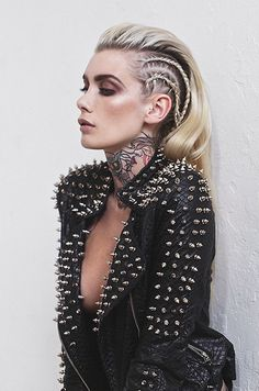 Pastel goth princess gothic rivets black leather jacket spikes tattooed tattoos i … – Gothic Punk Style Pelo Editorial, Editorial Fashion, Makeup Editorial, Look Fashion, Fashion Beauty, Fashion Edgy, Leather Fashion, Rock Style Fashion, Fashion Make Up