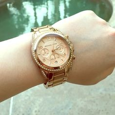 Michael Kors Watch, PRICE LOWERED Michael Kors watch! Pretty good condition. Only one minor default as shown in last picture. NEEDS NEW BATTERY, but still a great deal Michael Kors Accessories Watches