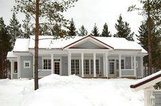 KANNUSTALO - Mallistot - Asiakasvalokuvia Mansard Roof, Entry Stairs, House In The Woods, Home Fashion, House Plans, Sweet Home, Farmhouse, Koti, Victorian