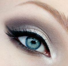 Light silver-grey shadow w/ retro liner.  Love this look!