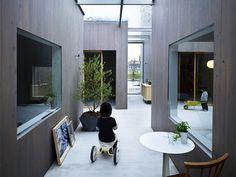 建築費、光熱費を下げれる?ガラス屋根の路地がつなぐボックス型の6つの部屋。豊前の家