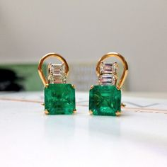 These emerald and diamond earrings are seriously stunning!!!   photo by perryssouthpark