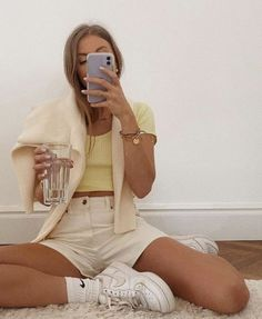 Looks Chic, Looks Style, Look Fashion, Girl Fashion, Fashion Outfits, Vest Outfits, Fast Fashion, Cooler Look, Mode Inspiration
