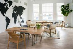 Carl Hansen & Son's New York showroom Interior Design Tips, Best Interior, Design Furniture, Luxury Furniture, Visual Merchandising, Classic Dining Room, Danish Modern Furniture, Lounge Chair, Retail Interior