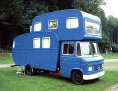 Camping-cars insolites...Scissors, glue, a little blue paint ... and presto: a beautiful motorhome Mercedes