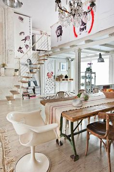 An eclectic loft dining room and staircase with lots of oversized art; Manolo's Loft in Madrid Style At Home, Apartment Interior Design, Interior Decorating, Style Loft, Deco Addict, Industrial Interiors, Kitchen Industrial, Industrial Industry, Industrial Closet