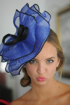Hat looks fun. Face looks silly. Sombreros Fascinator, Fascinator Hats, Fascinators, Races Fashion, Kentucky Derby Hats, Wearing A Hat, Love Hat, Cool Hats, Summer Hats