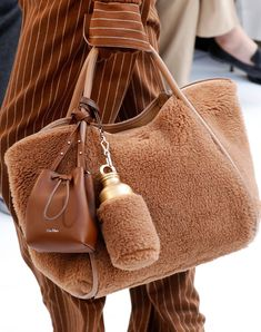 See All of Fall Best Bags Fresh off the Runway - Max Mara Fall 2020 camel teddy bear fur tote bag with matching water bottle carrier and brown leather bucket bag My Bags, Purses And Bags, Fashion Bags, Fashion Accessories, Bottle Bag, Bottle Carrier, Water Bottle, Fall Bags, Fur Bag