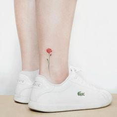 Single rose tattoo on ankle by Heejae Jung rose tattoo ideas Small Tattoos Every Girl Dreams About Getting - TattooBlend Rosa Tattoos, Tiny Rose Tattoos, Single Rose Tattoos, Mini Tattoos, Trendy Tattoos, Body Art Tattoos, Small Tattoos, Watercolor Rose Tattoos, Poppies Tattoo
