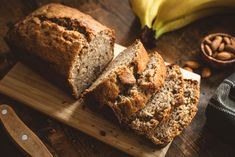 Banana bread without sugar: ideal as a breakfast, snack or cake substitute familie.de - We show you a great recipe with which you can bake a delicious banana bread without sugar. Banana Bread Without Sugar, Paleo Banana Bread, Banana Bread Recipes, Sopas Low Carb, Making Sourdough Bread, Quick Bread Recipes, Breakfast Snacks, Breakfast Cake, Breakfast Recipes