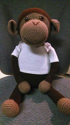 Crochet big monkey for Trinity.  Free pattern by Chimu Hamada at http://quesera.ojaru.jp.