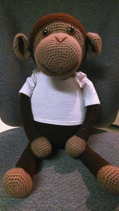 Crochet big monkey for Trinity. Free pattern by Chimu Hamada at http://quesera.ojaru.jp. I crocheted mine in continuous rounds and added a couple of extra rounds in the body to make it bigger. Turned out to be about 18 inches head to rump. The legs are about 1 foot long. Thank you Chimu for the great pattern!
