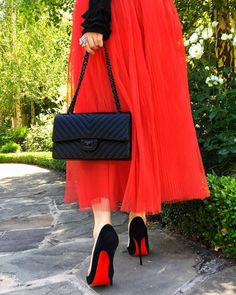 Best Women's Handbags & Bags : The most important luxury brands in the world, Luxury & Vintage Madrid, offers you the best selection of contemporary and classic shoes and accessories in the world. Fashion Tips For Women, Womens Fashion, Cute Young Girl, Mode Chic, Fashion Bags, Fashion Outfits, Colourful Outfits, Chanel Handbags, Chanel Boy Bag