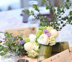 * #weddingtbt * #和婚 だけどウェディングドレスも着たので #会場装花 は和すぎず、洋すぎず… ブーケと同じ花も入れてもらいました❁ * 竹に生けた装花と 升に生けた装花を作ってもらい 升の方はゲストがお持ち帰りできるように◡̈* ブーケトスがなかったので その代わり…かな(⍢)? * #プレ花嫁#卒花#ブライダル#結婚式準備#装花#ウェディング#ウェディングレポ#結婚式レポ
