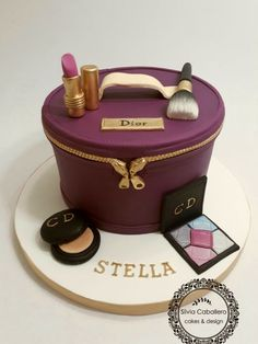 Dior beauty case for Stella by Silvia Caballero Make Up Torte, Make Up Cake, Fancy Cakes, Cute Cakes, Unique Cakes, Creative Cakes, Makeup Birthday Cakes, Dior Beauty, Birthday Cakes For Women