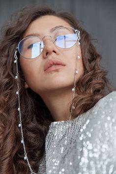 Pearl Jewelry, Jewelery, Diy Accessories, Eye Glasses, Headbands, Eyewear, Mirrored Sunglasses, Pearls, Chain