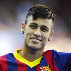 Check out the latest Neymar haircut plus some old favorites. From mohawks to curls, Neymar has worn some of the wildest soccer hairstyles. Psg, Football Neymar, Football Players, Neymar Images, Blond Pony, Soccer Hairstyles, Hairstyles Men, Men's Hairstyle, Neymar Jr Wallpapers