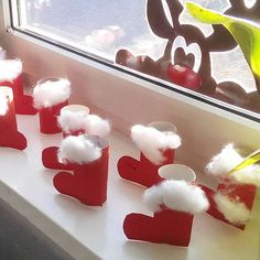I designed these Santa boots with the first classes. - I designed these Santa boots with the first classes. Just paint a roll of toilet paper (or paint in - Christmas Activities, Christmas Crafts For Kids, Christmas Art, Christmas Decorations, Xmas, Christmas Ornaments, Santa Boots, Diy And Crafts, Paper Crafts