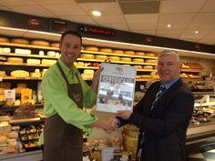 Kaatje Jans Geldrop ontvangt de onderscheiding 'Gecertificeerde Foodspecialiteitenwinkel'. http://www.kaasenkado.nl/kaatje-jans-geldrop-ontvangt-de-onderscheiding-gecertificeerde-foodspecialiteitenwinkel/