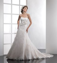 2010-Wedding-Dress-03-405x499