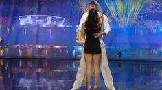 Due ballerini salgono sul palco. Quello che fanno quando parte la musica ti farà trattenere il fiato!
