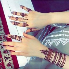 Henna Tattoo Designs Simple, Finger Henna Designs, Mehndi Designs For Beginners, Modern Mehndi Designs, Mehndi Designs For Girls, Mehndi Design Pictures, Mehndi Designs For Fingers, Henna Designs Easy, Latest Mehndi Designs