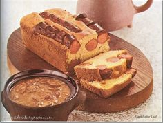 Cornbread hotdog loaf with mushroom gravy AND barbecue sauce? The food of nightmares! Frankfurter Loaf – 1967 Scary Food, Gross Food, Retro Recipes, Vintage Recipes, Hamburgers, Vintage Cooking, Vintage Food, Retro Food, Mushroom Gravy