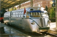 Locomotive, Vw T1 Camper, Time Travel Machine, Scenic Train Rides, Bonde, Train Times, Rail Car, Old Trains, Speed Training