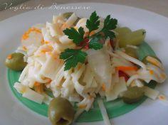 Insalata di surimi Salad Dressing, Dressings, Salad Recipes, Grains, Salads, Top, Salad Dressings, Seeds, Crop Shirt