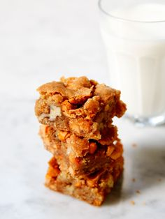 These butterscotch walnut blondies not only taste great, a batch can be easily made and without any special equipment. This recipe calls for butterscotch chips and chopped walnut pieces that the bar completely envelopes. These tiny bits of flavor and texture go very well with the brown sugar based dough. #blondies #brownies #dessert