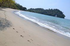 Deserted beach (Manuel Antonio National Park, Costa Rica) via www.danielbaylis.ca