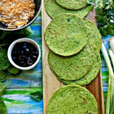 These grain free keto spinach tortillas taste as good as they look, low carb at 2 net carbs, Made with almond flour, raw spinach. Gluten Free Recipes, Keto Recipes, Candida Recipes, Diabetic Recipes, Dinner Recipes, Southern Fried Corn, Fried Corn Recipes, Stabilized Whipped Cream, Pizza