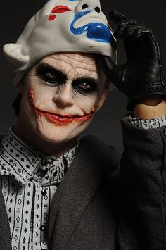 Bank Robber Joker Dark Knight Batman sixth scale action figure by Hot Toys