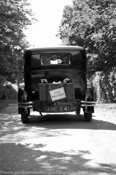 Such a gorgeous Old Fashioned Wedding Car