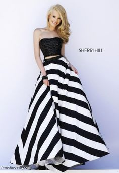 Shop prom dresses and long gowns for prom at Simply Dresses. Floor-length evening dresses, prom gowns, short prom dresses, and long formal dresses for prom. Beauty And Fashion, White Fashion, Sherri Hill Prom Dresses, Homecoming Dresses, Dress Prom, Beautiful Gowns, Beautiful Outfits, Modelos Fashion, Strapless Dress Formal